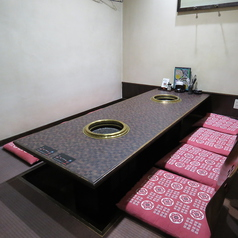 テーブル式の個室