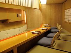 炬燵式のカウンター席。こちらは個室としてもご利用いただけます。