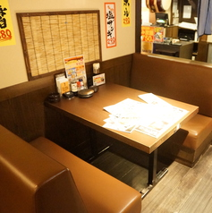 4名掛けのソファテーブル席。