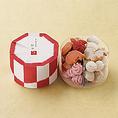 《ふきよせ紅白¥1,080》干菓子を取り合わせた、古くから日本にあるお菓子「ふきよせ」をクッキーで表現。 ふきよせ 紅白は松竹梅や鯛など、縁起のよい形に焼き上げた2色の詰め合わせです。