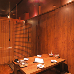 【2階】4名席×2。お座敷個室は周りを気にせずゆっくり楽しめます。