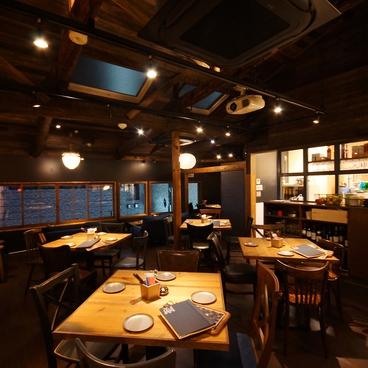 炭火とワイン 京都駅前店の雰囲気1