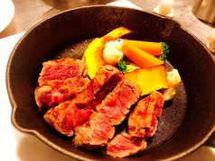 牛フィレ肉のステーキ ラクレットチーズがけ