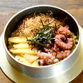料理メニュー写真タコと竹の子の釜めし