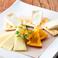 料理メニュー写真チーズ2種盛り合わせ