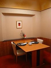 少ない人数でもご利用可能な個室。人数に合わせたお席をご用意しております。