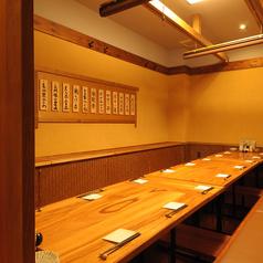 最大18名様が座れるテーブル個室はしっかり区切られていて使い方自由自在!10名様~18名様でも色んな人数で使える便利なお席です♪ふらっと会社帰りの飲み会などちょっとした飲み会にも即対応いたします。各種ご宴会や歓送迎会などの様々なシーンにもご利用いただけます!