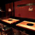 落ち着いた雰囲気のテーブル席。女子会や記念日に気軽にご利用いただけます♪