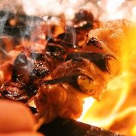 ワインと調和する朝引きの大山鶏の焼き鳥の備長炭焼き