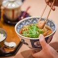 十九代横綱が相撲部屋のちゃんことして鍋をメインの食事にしたことが始まり。日本伝統の味をご堪能ください。