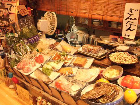 低価格で1品料理は300円代の品が多数!あれこれ食べてもお腹も懐も大満足!