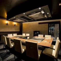 梅田駅徒歩3分にある『鉄板焼 リオ』各種宴会に最適なコースとお席を豊富にご完備、ご用意しております。8名様~最大14名様までご利用いただける宴会個室をご完備しております!各宴会ではとても人気のあるお席ですので、お早目のご予約が必要となります。お気軽にお問い合わせくださいませ!
