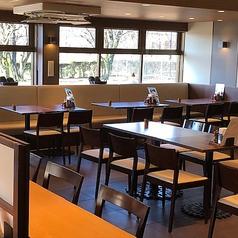 22卓 ご家族連れにもお使い頂きやすいテーブル席完備しております。