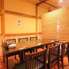 半個室テーブル6名。友人と飲み会、会社帰りの一般、コンパ、デートに!
