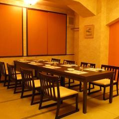 お座敷、テーブルなど・・・様々なシーンに対応した店内