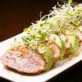 料理メニュー写真合鴨とアボカドのカルパッチョ