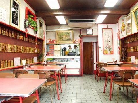 昔ながらの中華やさん。早稲田通りに佇むお店。