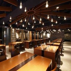 広々とした空間の【広場ZONE】。宴会は最大50名様まで!5月13日から、こちらは喫煙が可能のお席となっております。