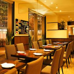 開放的なレストランフロア