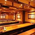 【木に囲まれた】落ち着いた空間が自慢のお席!広々とした掘りごたつ個室なので、窮屈さを感じる事はありません!ゆっくりくつろげるお席ですので是非ご利用ください。どのお席も楽しくお酒の飲める造りになっておりますので、是非一度、ご来店ください。