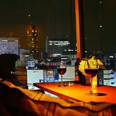 夜景が望める窓際カップルシートは限定3組!