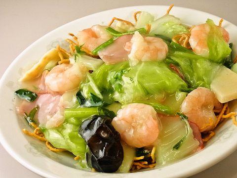 気軽に入れる中華料理店。豊富なメニューとボリューム感、味のよさに注目!