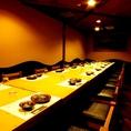 【60名様用 テーブル個室】大人数向けテーブル席個室です。無料カラオケ付きで人気のお席となっております。通常のご飲食代のみでご自由にお楽しみ頂けるので、カラオケ店の代わりにご利用されるお客様も多くいらっしゃいます!