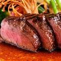 料理メニュー写真国産黒毛和牛ランプ肉のステーキ~自家製クラシックソースとオレンジブランデーのフランベ~