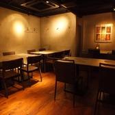 宴会時にはこちらのテーブルを組み合わせて、人数に合わせたお席を提供させて頂きます。