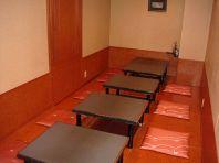1階の掘りごたつ席です。各階にお座敷がございます。