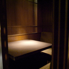 2~4名様までOKの完全個室。限定2席のプライベート空間です