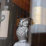 【UGGLA】とは、スウェーデン語でふくろうという意味。ワインを囲み愉しめる場所を追求した人気店