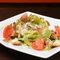 料理メニュー写真鉄板焼きレタスのシーザーサラダ