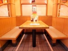 4名様まで御案内できる禁煙テーブル。ランチ利用、仲間うち、ご家族で♪是非お越しください。