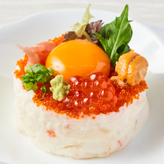 【贅沢ポテサラ】ポテトサラダということを忘れてしまいそう!キラキラ輝くイクラやウニをトッピング!