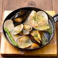 料理メニュー写真色々貝のアヒージョ