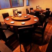 【テーブル:8名×2】丸テーブルは全員の顔が見渡せて料理も取りやすい!宴会にもピッタリです☆ぜひご利用ください!!