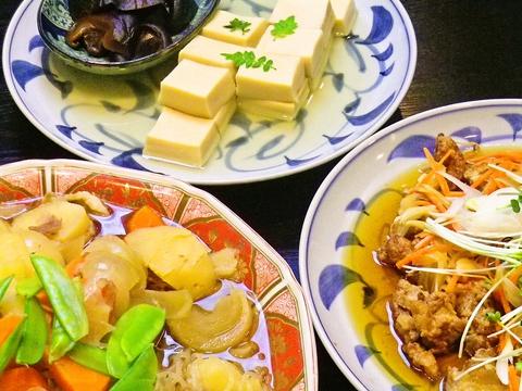 日本のおばんざい、家庭料理の店。素材の味を生かした料理。素材よし、値段よし!