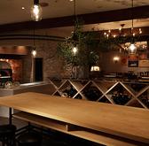 温かな印象の間接照明があり、宴会や合コン、デート等にも最適なゆったり寛ぎ頂ける店内です。