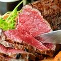 料理メニュー写真熟成和牛の自家製ローストビーフ