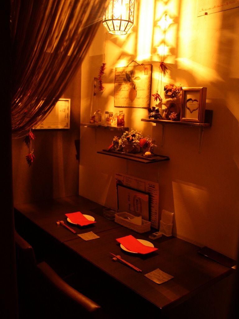 2人の距離を近づける、カップルの為の個室。人気の2人個室は早めのご予約がお勧め
