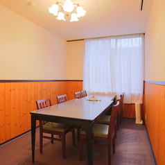 テーブル席の個室