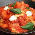 料理メニュー写真フレッシュトマトとモッツァレラのパスタ
