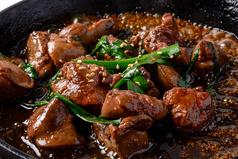 料理メニュー写真広島熟成鶏のガリバタ醤油レバー