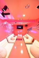 ピンク色を特徴とした店内