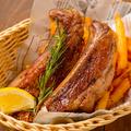 料理メニュー写真黒豚スペアリブのコンフィ ガブリシャススパイス 1本