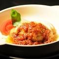 料理メニュー写真手ごねチーズハンバーグ ガーリックトマトソース