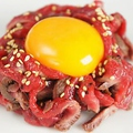 料理メニュー写真レアラムステーキユッケ
