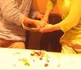 ケーキ入刀の際にご使用いただく「日本刀」!他所では出来ない共同作業。ウエディング以外にも、カップルで、ご家族のお祝いに、盛り上がること間違いなし。