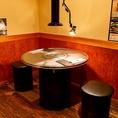 本場韓国の屋台を思わせるようなテーブル席です。韓国に来た気分で、美味しい韓国料理と韓国酒をお楽しみ下さい♪